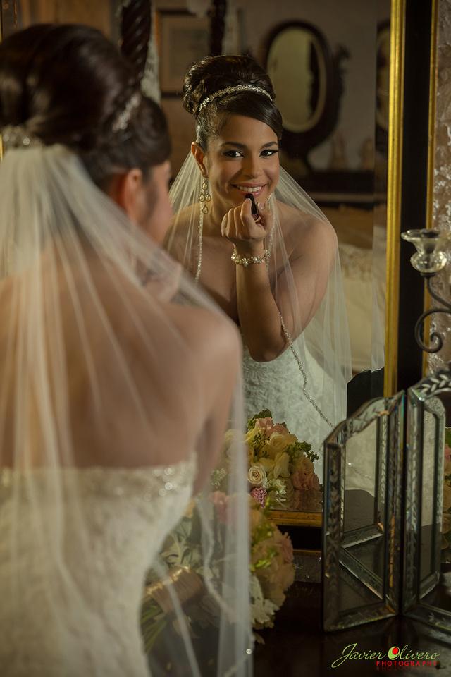 Preparándose en el cuarto de la novia