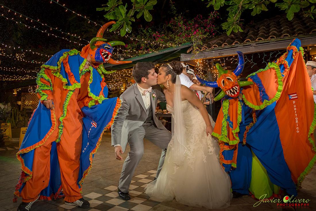 La fiesta fue adornada con unos vejigantes y bailaron felices hasta el cansancio.